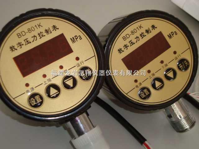 传统的电接触点压力表必须采用两个接触器以及多个保护装置才能工